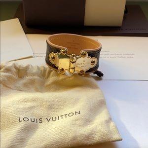 Louis Vuitton save it monogram 19